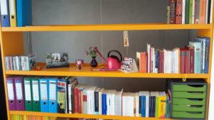 [:de]Zeig, wie du wohnst: Ein Bücherwurm im Farbsystem[:]