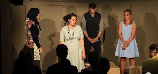 """(Deutsch) """"Es ist krepiert"""" - Theaterrezension zur Aufführung von Kafkas """"Die Verwandlung"""" im Olydorf"""