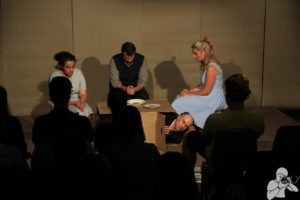 """""""Es ist krepiert"""" - Theaterrezension zur Aufführung von Kafkas """"Die Verwandlung"""" im Olydorf"""