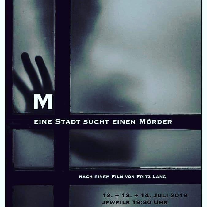 [:de]Die Theatergruppe präsentiert: M - eine Stadt sucht einen Mörder[:]